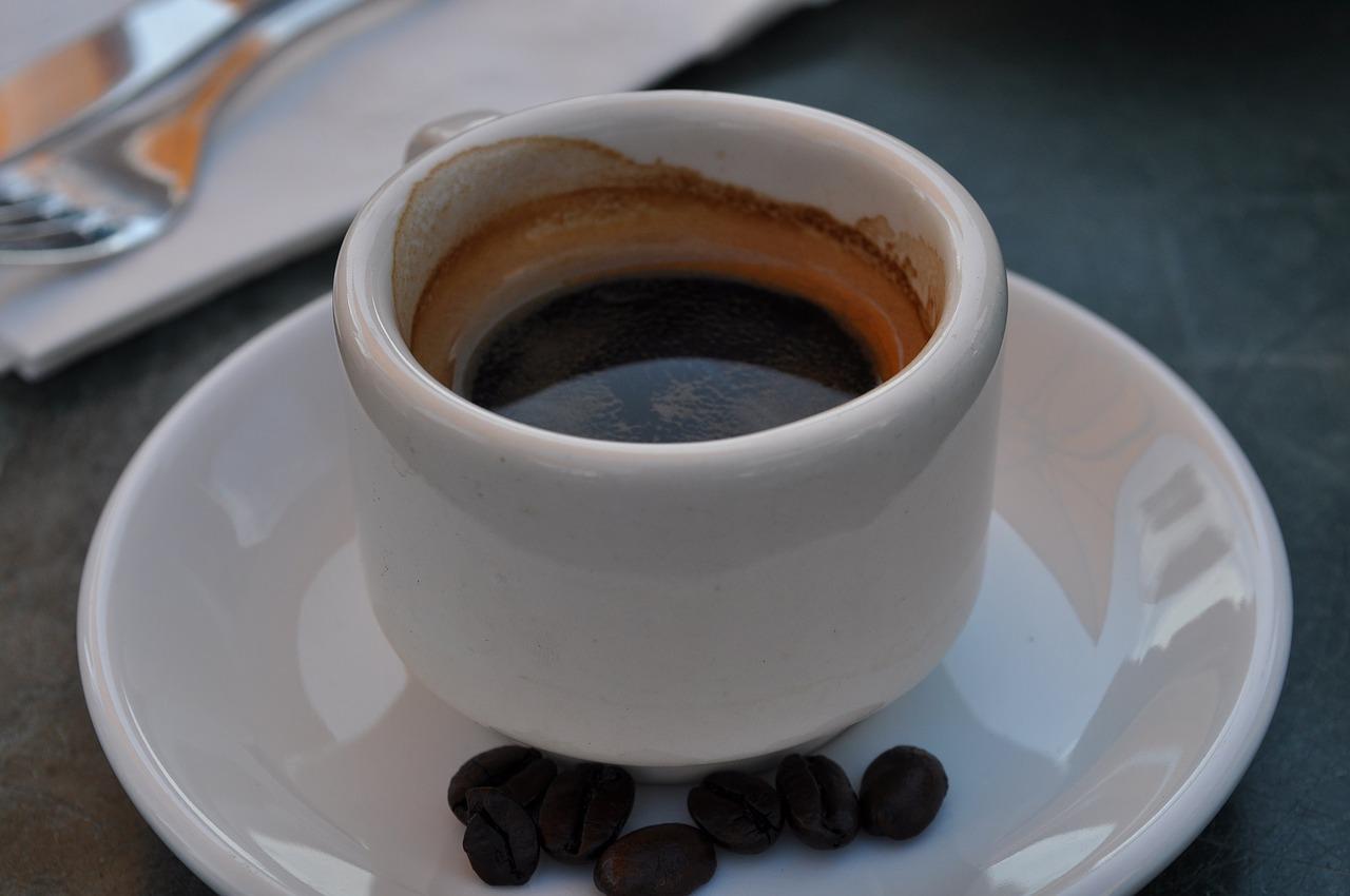 コーヒーのカフェインは酒さを悪化させる